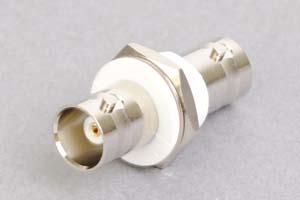 同軸コネクタ用中継アダプタ  両側BNCメス、絶縁型パネル取付タイプ(インピーダンス50Ω)