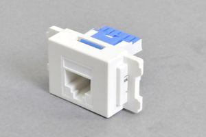 コンセントチップ(スナップインセット品) 【10Gbps伝送対応】 コンセント側:RJ-45(CAT6A UTP)メス/壁内側:RJ-45(CAT6A UTP)水平方向圧接タイプ 横型 白