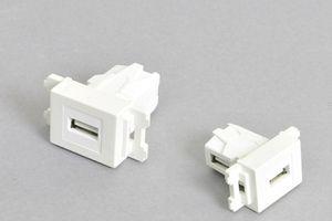 コンセントチップ(スナップインセット品) コンセント側:USB Aメス/壁内側:USB Aメス 横型 背面アングル方向配線引き出しタイプ 白
