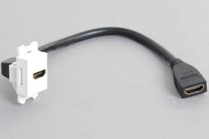 コンセントチップケーブル コンセント側:HDMIメス縦型白色/壁内側:HDMIメスコネクタの90°アングル方向ケーブル20cm引き出し