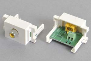 コンセントチップ  コンセント側:RCAメス(黄)/壁内側:端子台配線、白