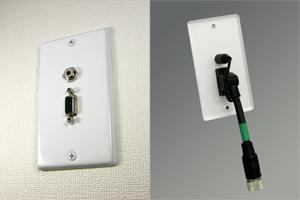 白塗装ステンレスプレート付きAVコンセント(VGA(アナログRGB)+音声用、壁面埋込配線タイプ、接続ケーブル付き)【在庫限り販売中止】