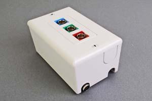 映像・音声用 露出配線ボックス(BNC端子×3(赤、青、緑)、接続ケーブル付き) 【在庫限り販売中止】