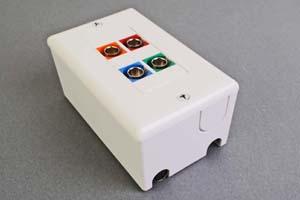 映像・音声用 露出配線ボックス(BNC端子×4(赤、青、緑、オレンジ)、接続ケーブル付き) 【在庫限り販売中止】