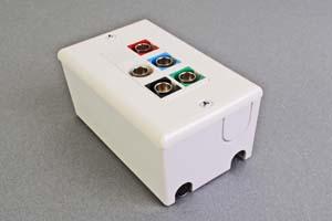 映像・音声用 露出配線ボックス(BNC端子×5(赤、青、緑、赤、白)、接続ケーブル付き) 【在庫限り販売中止】