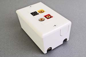 映像・音声用 露出配線ボックス(S端子+コンポジット映像(RCA黄)+アナログ音声用(RCA赤白)、接続ケーブル付き) 【在庫限り販売中止】