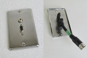 無塗装ステンレスプレート付きAVコンセント(VGA+音声用、壁面埋込配線タイプ、接続ケーブル付き)【在庫限り販売中止】