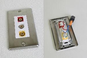 無塗装ステンレスプレート付きAVコンセント(コンポジット映像+音声用、壁面埋込配線タイプ、接続ケーブル付き)【在庫限り販売中止】