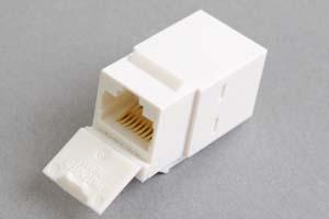 スナップイン中継コネクタ、両側RJ-45メス筒型、防塵カバー付き(LAN配線用、CAT6対応)