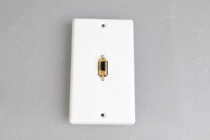 中継AVコンセント(白塗装銀色ステンレスプレート型、D端子コンポーネント映像用、壁面埋込タイプ) 【在庫限り販売中止】