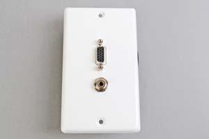 中継AVコンセント(白色塗装ステンレスプレート型、VGA映像+音声用、壁面埋込タイプ)